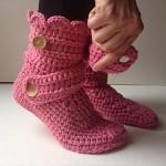 pembe düğmeli örgü ev çorabı