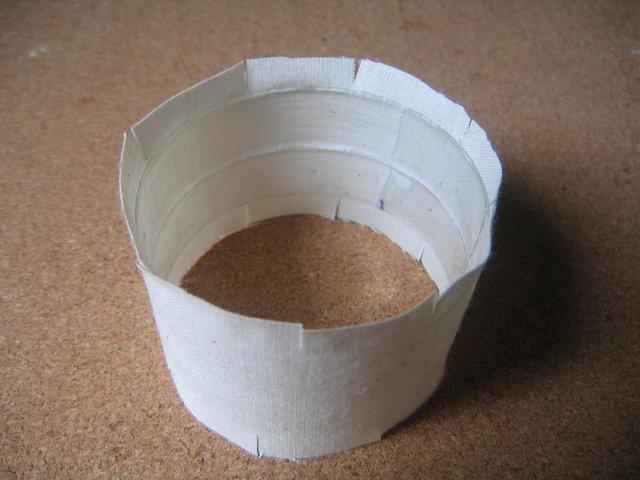 2 plastiğin etrafını bez parçaşı ile kaplama