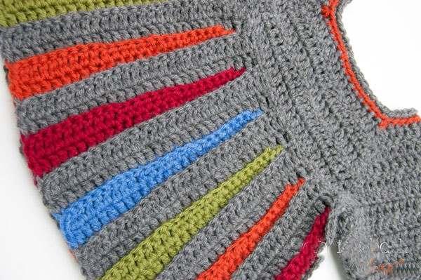 renkli şeritli örgü bebek hırkası