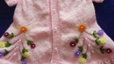 1-2 yaş kız çocukları için önü gül motifli yelek tarifi