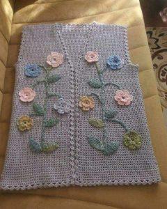 Tığ İşi Renkli Fıstıklı Çiçek Süslemeli Çeyizlik Bayan Yelek Yapımı. 38 .40 beden 96