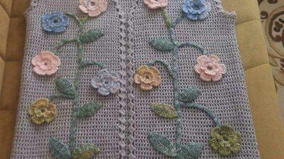 Tığ İşi Düz Olarak Örülen Çiçek Süslemeli Çeyizlik Bayan Yelek Yapımı.  38 .40 beden