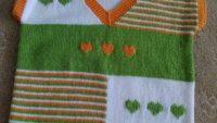 Kalp Süslemeli V Yakalı Çizgili Çocuk Süveteri Tarifi. 5 .6 yaş