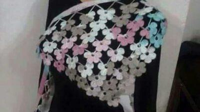 Tığ İşi Çiçek Süslemeli Ebruli Çeyizlik Üçgen Şal Yapımı.