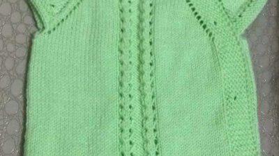 Yakadan Başlama 3 Düz 1 Büz Örneğinde Yandan Düğmeli Papyon Süslemeli Kolay Bebek Yeleği Yapımı. 1 yaş