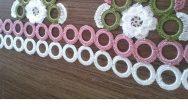 Plastik Halkaların Üzerine Yapılan Motif Ve Çiçek Süslemeli Havlu Kenarı Yapımı.