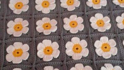 Tığ İşi Papatya / Çiçek Süslemeli Çocuk Battaniyesi Tarifi.