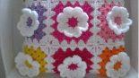 Çiçek Süslemeli Tığ İşi Kırlent Tarifi.