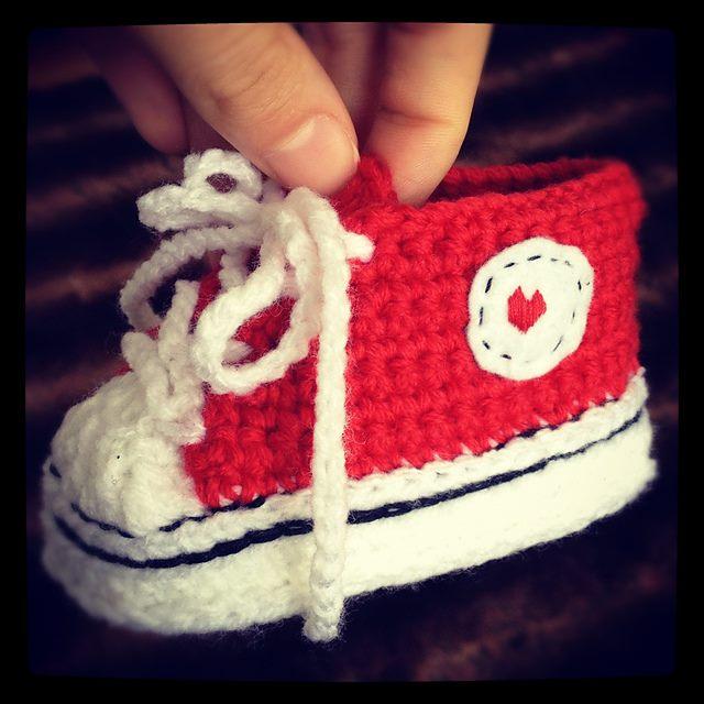 kırmızı beyaz converse