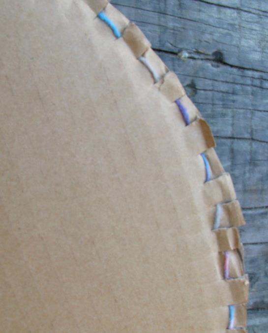 kenarları kesilmiş karton