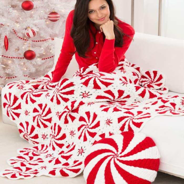 motifli kırmızı beyaz battaniye ve yastık